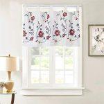 ventana de cocina con cortina